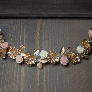 goudkleurige haarband met bloemen