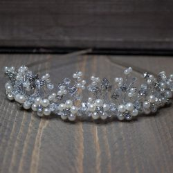tiara met parels en glittersteentjes